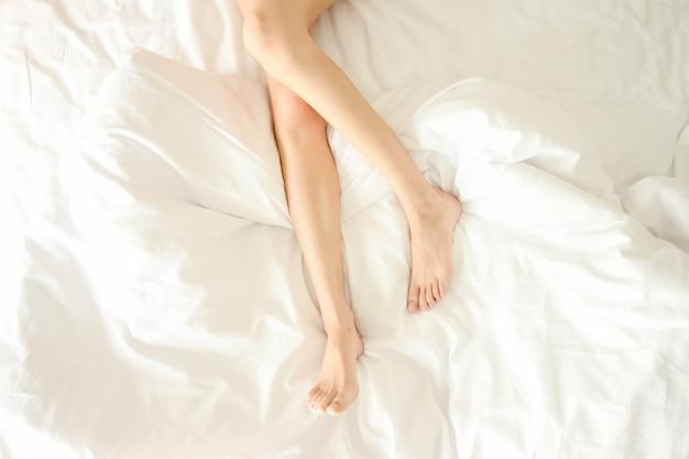Sous-vêtements sous nue maison mensonge Photo gratuit