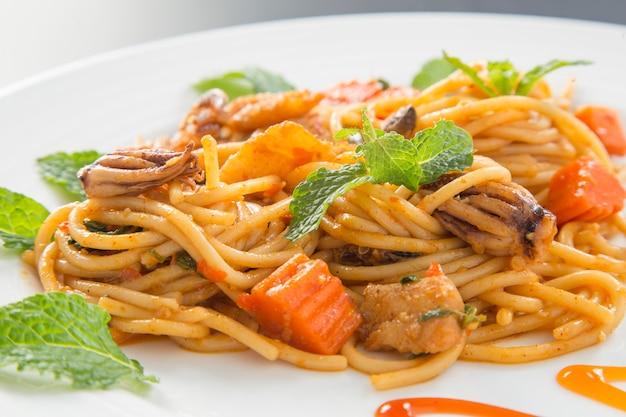 Spaghetti aux moules Photo Premium