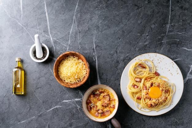 Spaghetti italienne classique alla carbonara Photo Premium