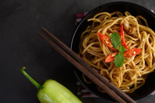 Spaghetti Pâtes Italiennes Appétissantes Avec Sauce Tomate Photo gratuit