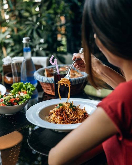 Spaghetti à la viande finement hachée Photo gratuit