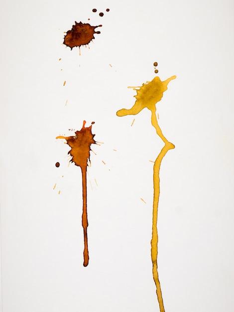Splash jaune isolé sur papier Photo Premium