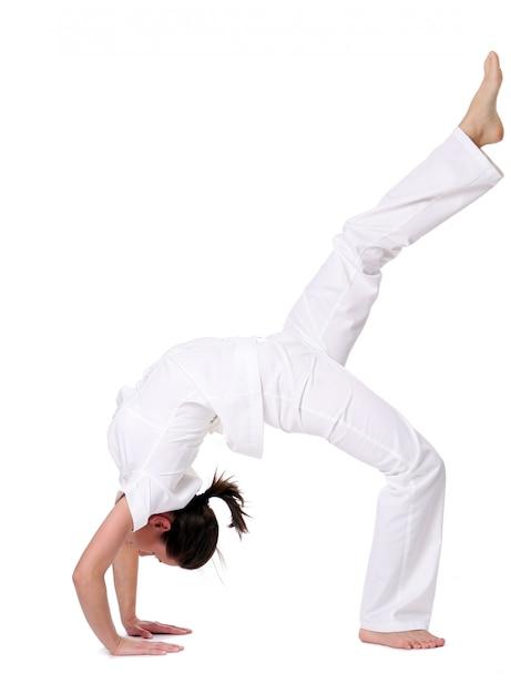 Sport Femme Faisant Du Yoga Photo gratuit