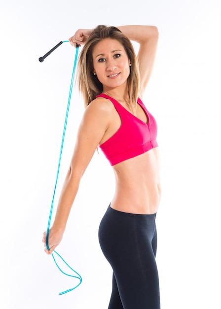 Sport femme qui s'étend avec une corde Photo Premium