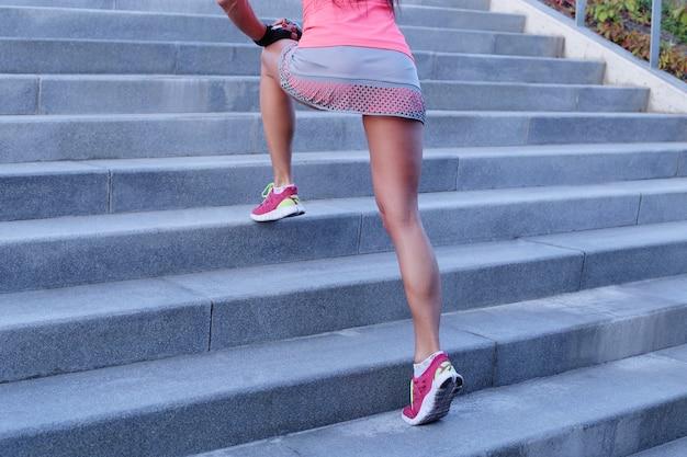 Sport En Plein Air, Femme Dans Les Escaliers Photo gratuit