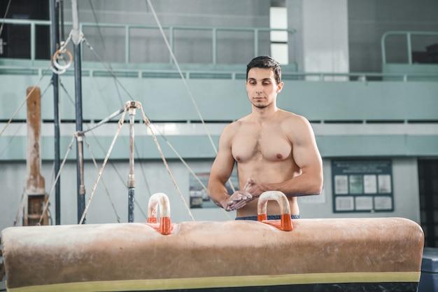Le Sportif Avant Un Exercice Difficile, Gymnastique Sportive Photo gratuit