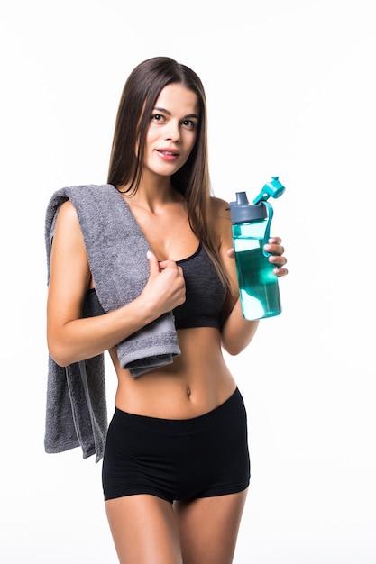 Sportive Femme Musclée En Forme D'eau Potable, Isolée Contre Le Blanc Photo gratuit