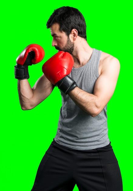 Sportman avec des gants de boxe Photo gratuit