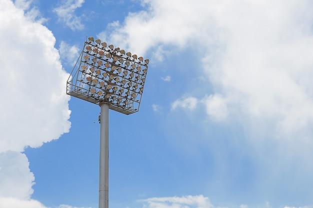 Spot-tour du stade sur fond de ciel bleu Photo Premium