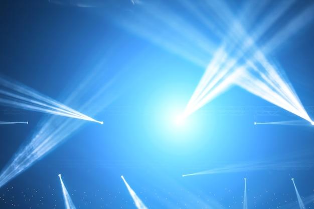 Stage spotlight avec des rayons laser. fond d'éclairage de concert Photo Premium