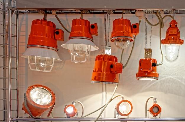 Stand avec projecteurs à led spéciaux pour une utilisation dans des conditions difficiles Photo Premium