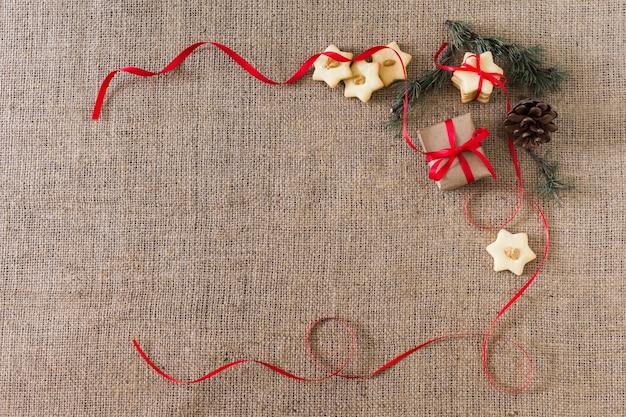Star cookies avec boîte-cadeau Photo gratuit