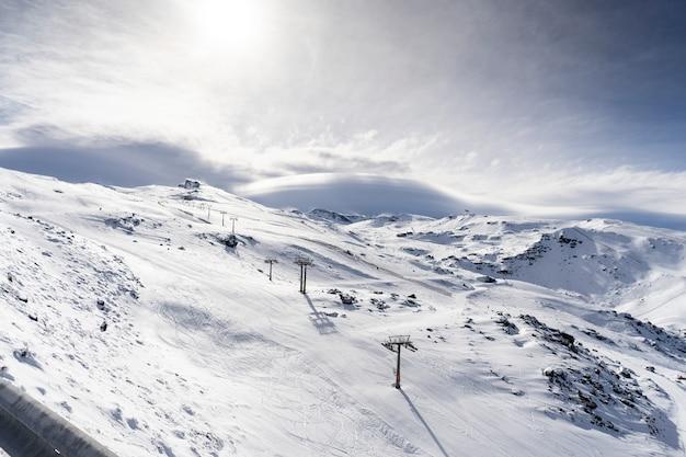 Station de ski de la sierra nevada en hiver Photo Premium