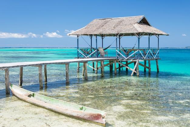 Station touristique dans les îles togean, sulawesi, indonésie Photo Premium