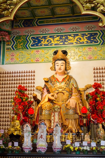 Statue Au Temple Thean Hou à Kuala Lumpur, Malaisie Photo Premium