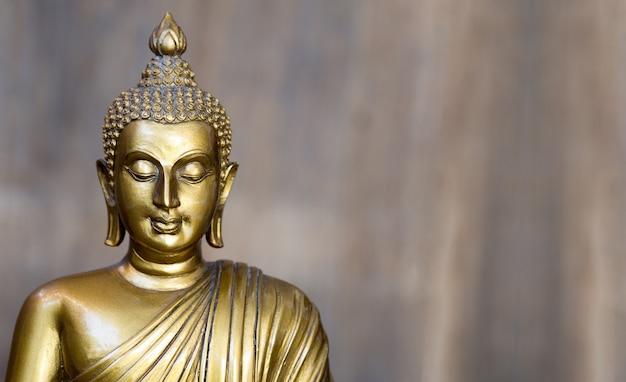Statue De Bouddha Antique Doré. Photo Premium