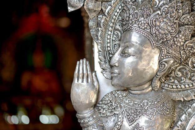 Statue de bouddha en argent Photo Premium