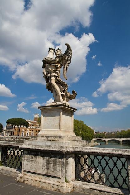 Statue de castel sant'angelo, rome Photo Premium