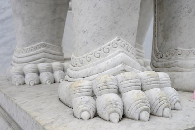 Statue détail marbre texture dans le temple du bouddhisme Photo Premium