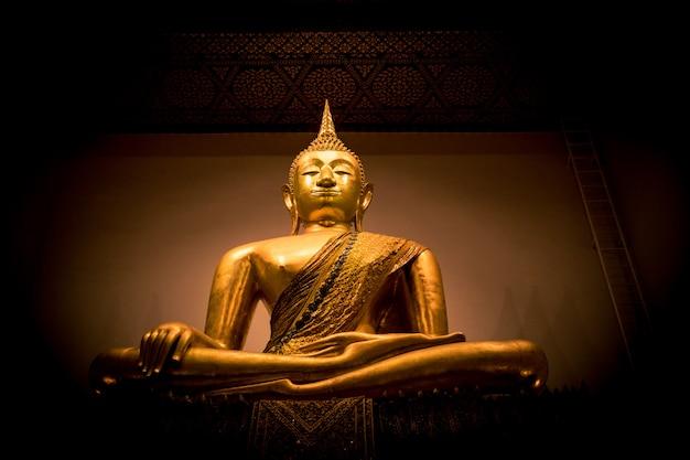 Statue dorée de bouddha en thaïlande Photo Premium