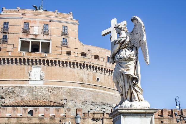 Statues sur le pont de saint ange Photo Premium