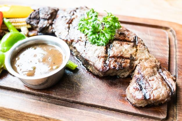 Steak de boeuf grillé Photo gratuit