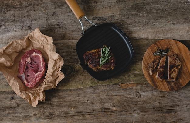 Steak Cru Et Grillé Photo gratuit