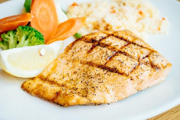 Steak de filet de saumon Photo gratuit
