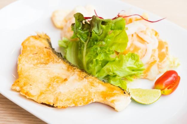Steak de poisson Photo gratuit