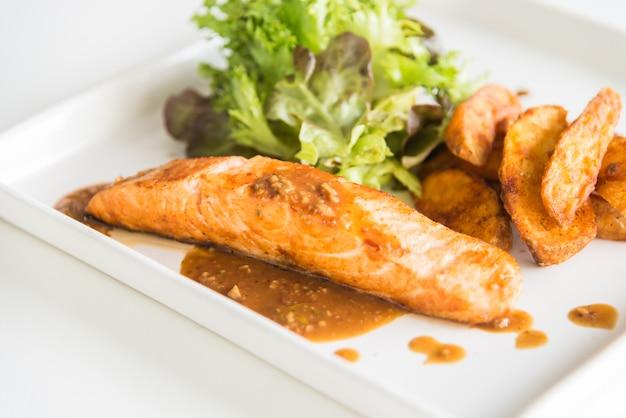 Steak de saumon Photo gratuit