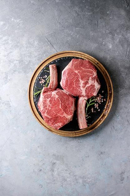 Steak tomahawk cru Photo Premium