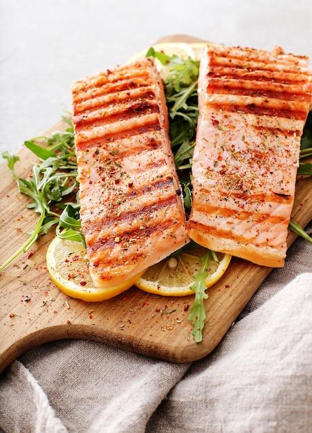 Steaks De Saumon Cuits Photo gratuit