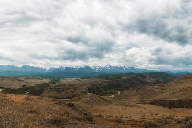 Steppe kurai et crête nord-chui Photo Premium