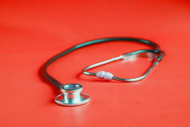 Stéthoscope sur fond de couleur. Photo Premium