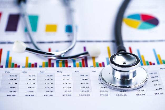 Stéthoscope, papier graphique, finance, compte, statistique, économie analytique Photo Premium