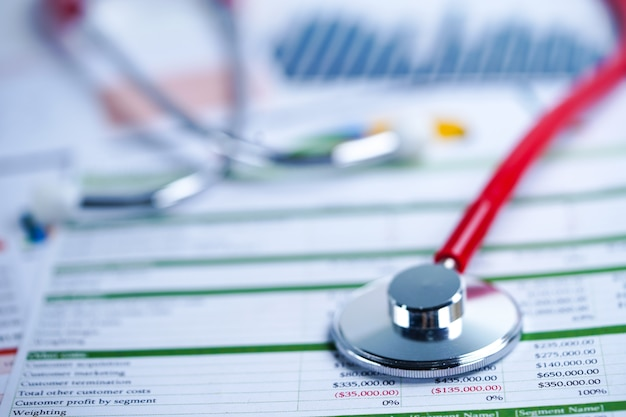 Stéthoscope sur papiers Photo Premium
