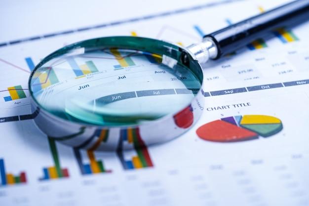 Stéthoscope, tableaux et graphiques feuille de calcul Photo Premium