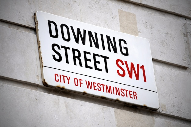 Street Sign De La Rue Downing à Londres Photo gratuit