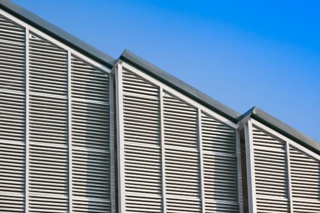 Structure de bâtiment moderne et toit en acier Photo Premium