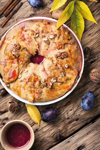Strudel aux prunes Photo Premium