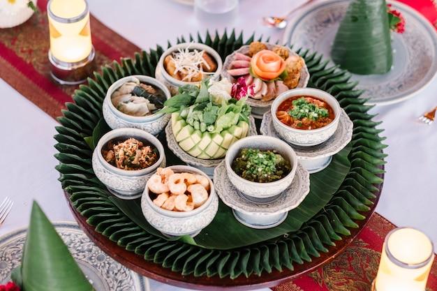 Style de cuisine thaïlandaise du nord Photo gratuit