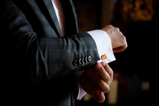 Style De L'homme. Costume, Chemise Et Poignets Photo Premium