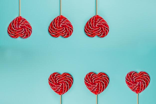 Sucette Rouge En Forme De Coeur. Sucette Colorée. Photo Premium