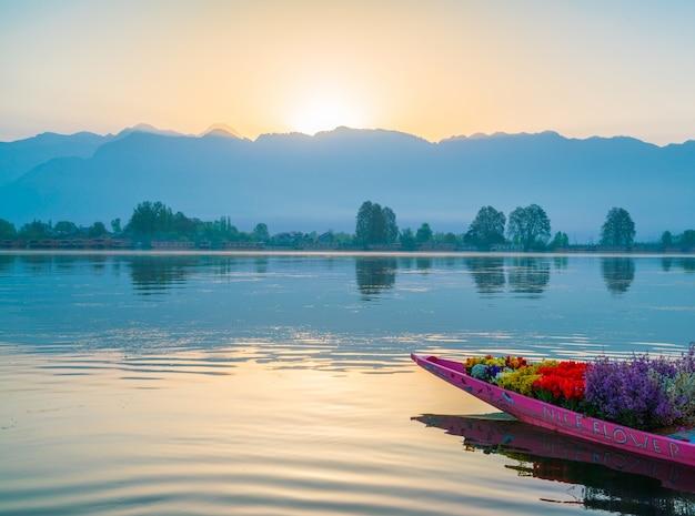 Sunrise Sur Le Lac Dal, L'inde Du Cachemire. | Photo Gratuite