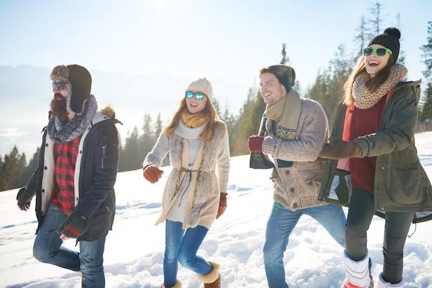 Super Journée Passée à L'extérieur Avec Des Amis Photo gratuit