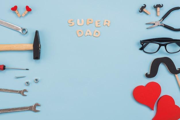 Super papa inscription avec outils et lunettes Photo gratuit