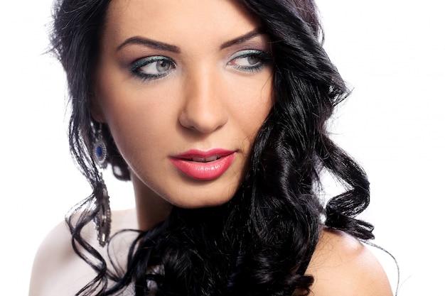 Superbe Femme Avec Beau Visage Et Maquillage Photo gratuit