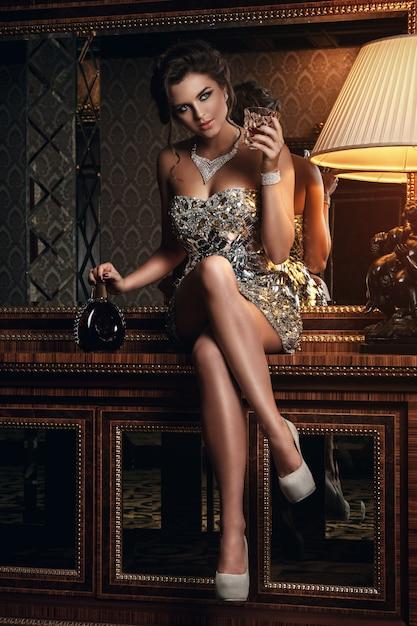 Superbe Femme En Belle Robe Photo Premium
