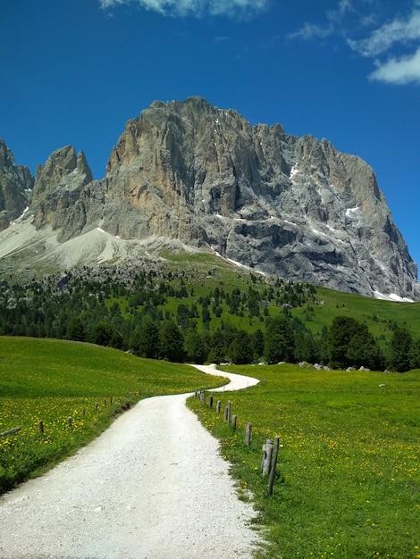 Superbe vue sur la chaîne de montagnes cadini di misurina dans le parc national tre cime di lavaredo. Photo Premium