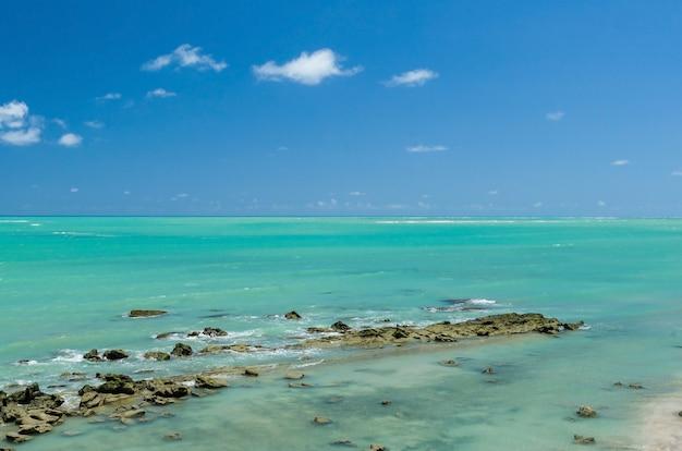Superbe Vue Sur La Plage De Maragogi Avec Ses Eaux Bleues Cristallines Photo Premium